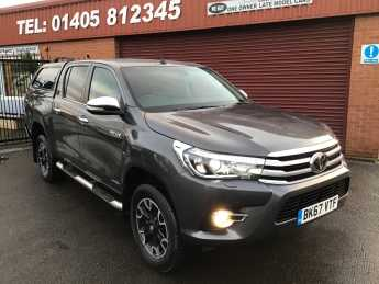 Toyota Hilux Invincible X D/Cab Pick Up 2.4 D-4D Auto GLAZED CANOPY BACK WITH FULL BED RUG Pick Up Diesel Grey at Key Kars Doncaster