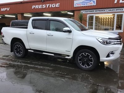 Toyota Hilux Invincible X D/Cab Pick Up 2.4 D-4D Auto LOW MILES AND NO VAT TO PAY Pick Up Diesel White at Key Kars Doncaster