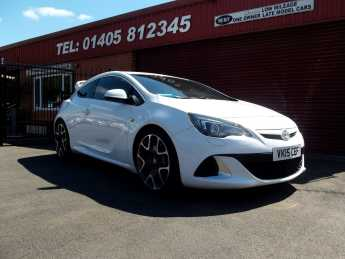 Vauxhall Astra GTC 2.0T 16V VXR 3dr SAT/NAVIGATION,AERO PACK,20 inch ALLOYS,HEATED LEATHER RECARO SEATS Hatchback Petrol White at Key Kars Doncaster