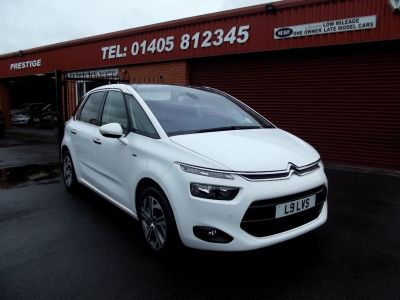 Citroen C4 Picasso 1.6 e-HDi 115 Exclusive + 5dr MASSAGE SEATS,SAT/NAV REVERSING CAM, MPV Diesel White at Key Kars Doncaster