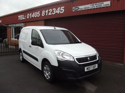 Peugeot Partner 850 1.6 BlueHDi 100 Professional Van [non SS] Panel Van Diesel White at Key Kars Doncaster